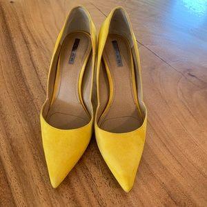 Tahari Yellow Suede Pumps! 💛